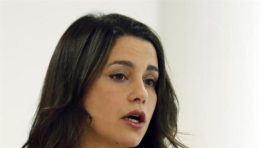 Arrimadas: Ni el Gobierno ni otros países apoyan la vía secesionista del Govern