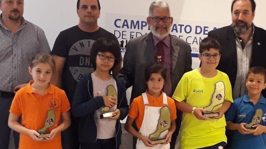 Los ajedrecistas ganadores en el campeonato de Fuerteventura.