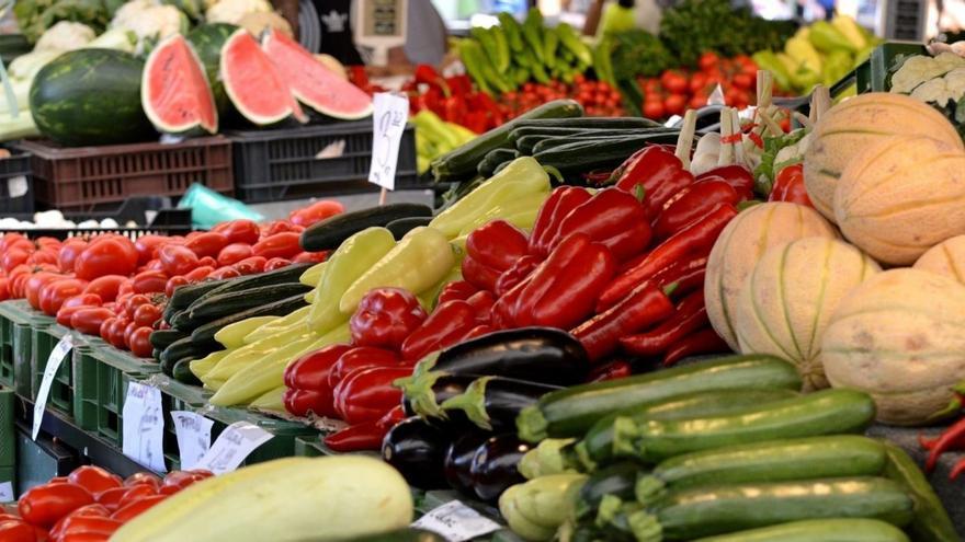 Expositor de frutas y hortalizas para la venta a granel