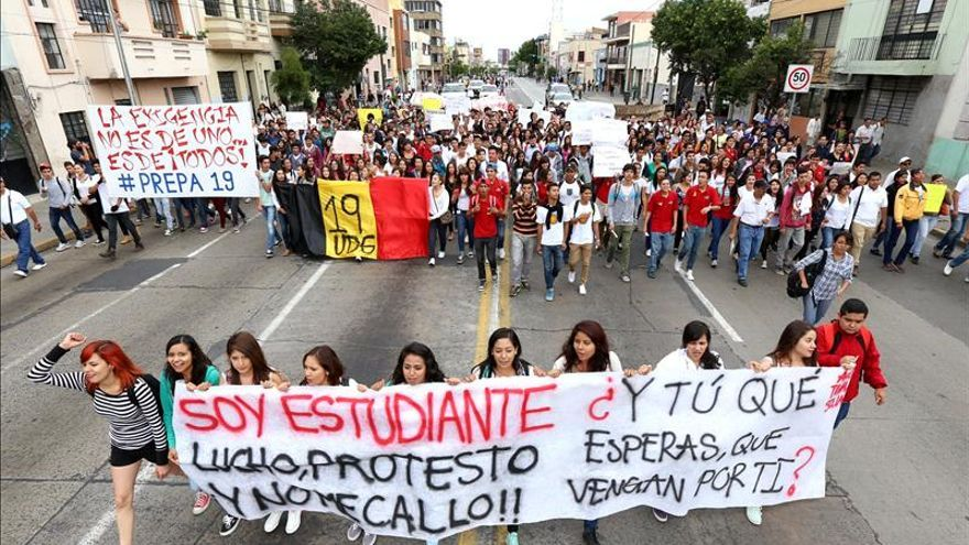 Alcalde y esposa, autores intelectuales de represión a estudiantes en México