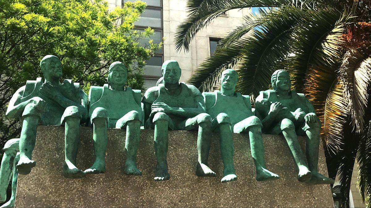 Escultura 'Refugiados', de Bel Borba, visa de frente   SOMOS CHUECA