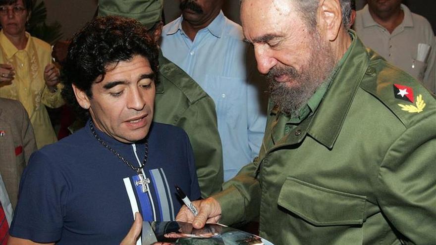 Telesur dice que Fidel Castro envió una carta a Maradona que desmiente rumores