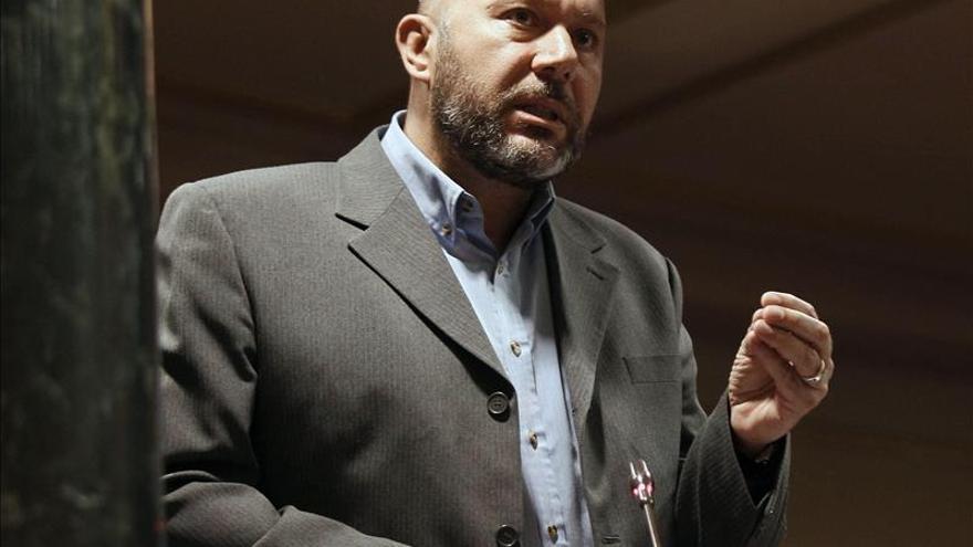 IU: La dimisión de Mato evita que el banco azul sea el banquillo de acusados
