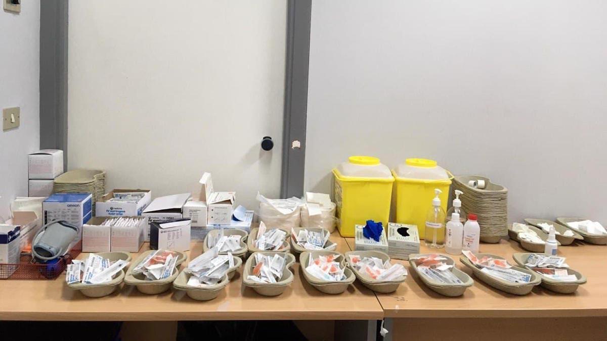Vacunas de Pfizer, listas para su administración en un hospital de Osakidetza