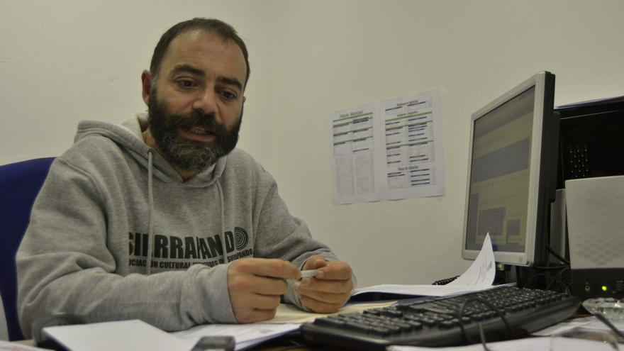 Iván Martínez durante un momento de la entrevista concedida a eldiario.es.   R.V.