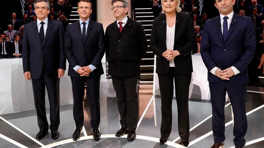 De izquierda a derecha: François Fillon, Emmanuel Macron, Jean-Luc Mélenchon, Marine Le Pen y Benoit Hamon.