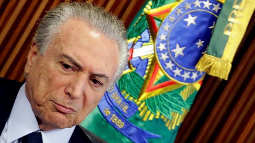 Temer escucha protestas a favor de Rousseff en el Día de la Independencia