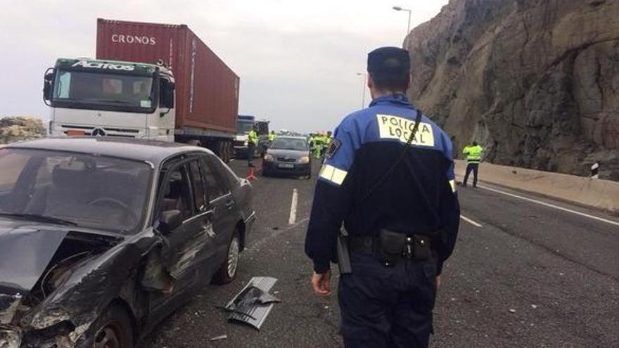Caída de rocas a la autopista GC-1 a la altura de La Laja. Foto: @PoliciaLPA.