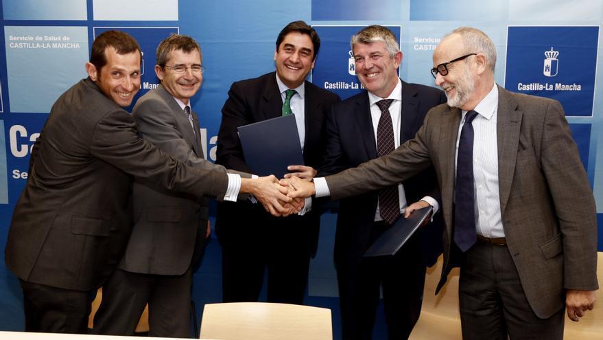 Firma de concesión para el nuevo hospital de Toledo. Foto: JCCM