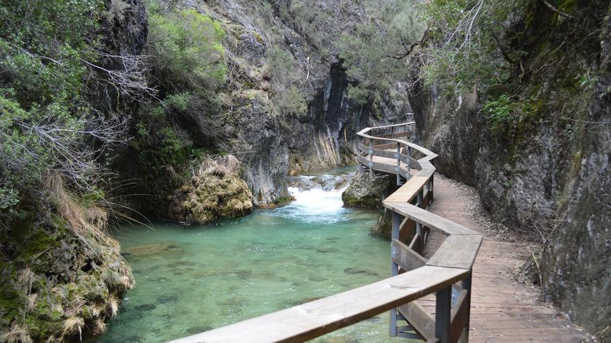En la Cerrada de Elías, el Río Borosa queda encajonado entre paredes verticales. Leandro Martínez del Río