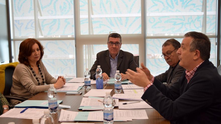 El secretari autonòmic de Justícia, Ferran Puchades, presideix la reunió de la Comissió Interdepartamental de suport a les famílies biològiques de bebés robats.