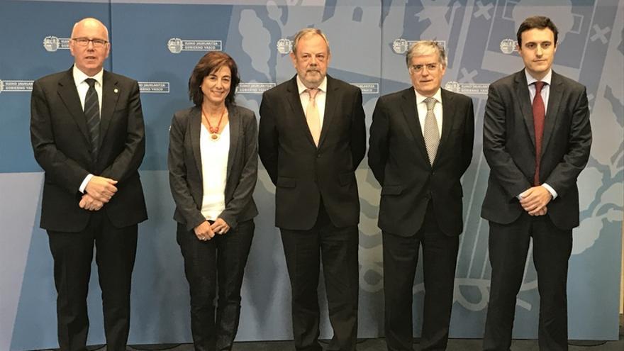 Iruarrizaga, Uriarte, Azpiazu, Cimiano y Larrañaga, en Vitoria