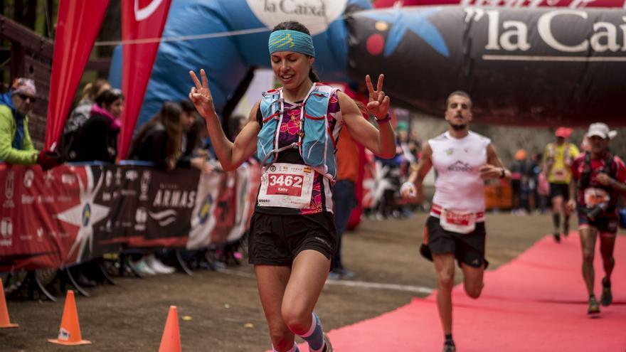 Llegada a meta de una corredora Foto: SELU VEGA.