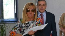 Isabel Carrasco y el entonces alcalde de León, Emilio Gutiérrez, en el año 2011.