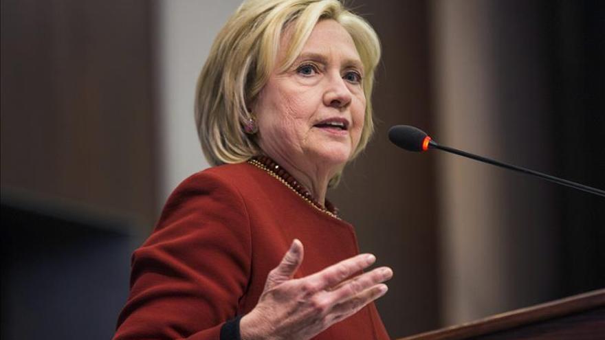 """Hillary Clinton dice que le """"encantaría"""" debatir con Donald Trump"""