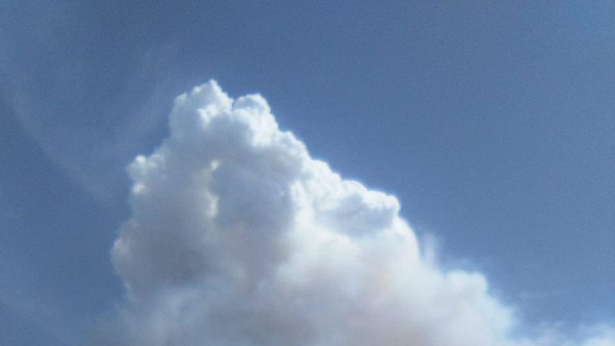 El incendio en Valleseco visto desde Agaete.