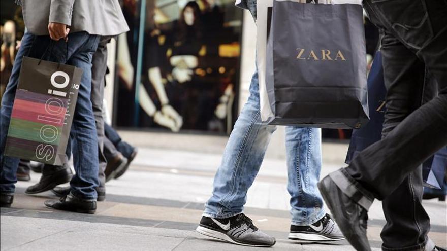 Unos 30 millones de personas compran moda en España, siete millones online