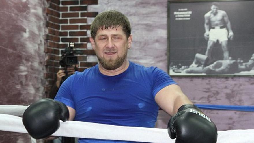 Kadirov posa con la imagen de cierto boxeador.