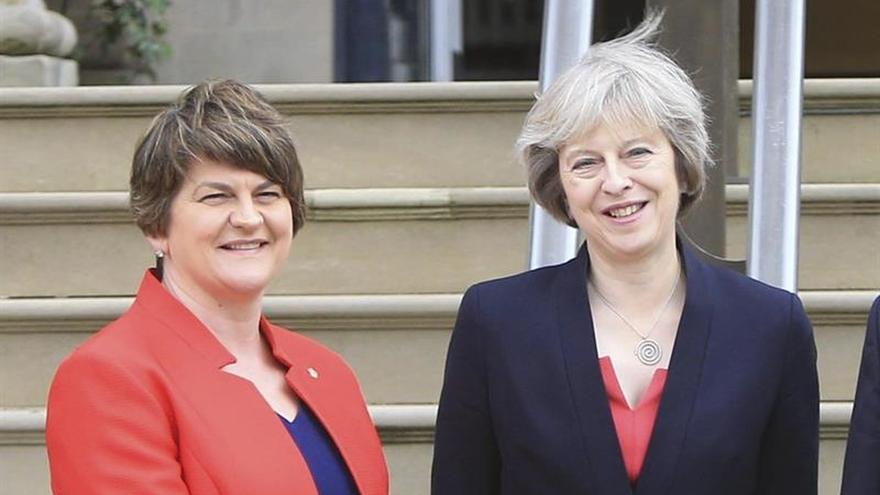 Líder conservadora dice que un pacto con el DUP respetará a los homosexuales