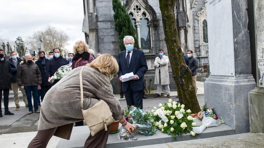 Archivo - Acto de homenaje al político vasco del PP Gregorio Ordóñez en el cementerio de Polloe, en San Sebastián, 26 años después de ser asesinado por ETA.