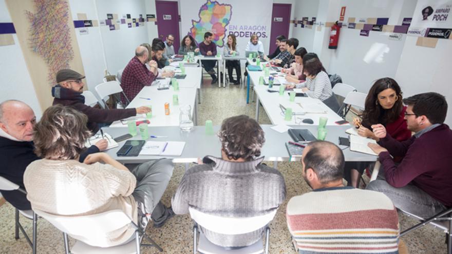 Reunión en Zaragoza de representantes de Podemos para analizar la campaña de las autonómicas.