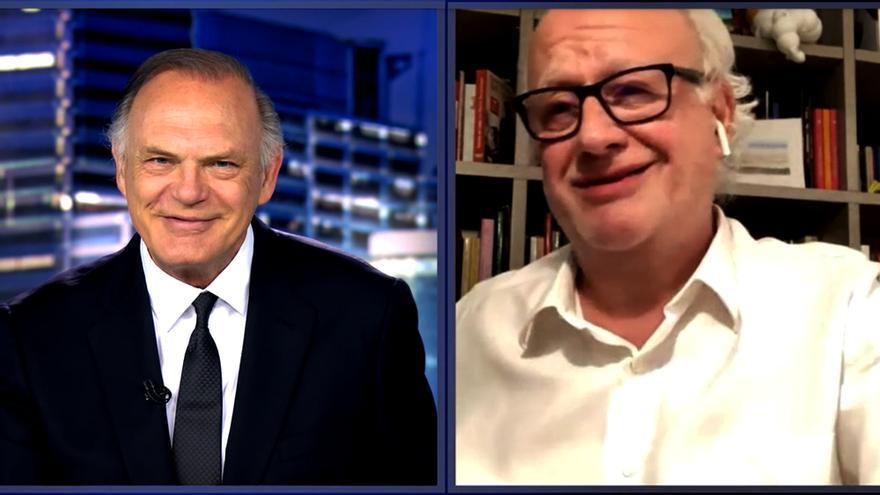Pedro Piqueras con Juan Echanove en Informativos Telecinco