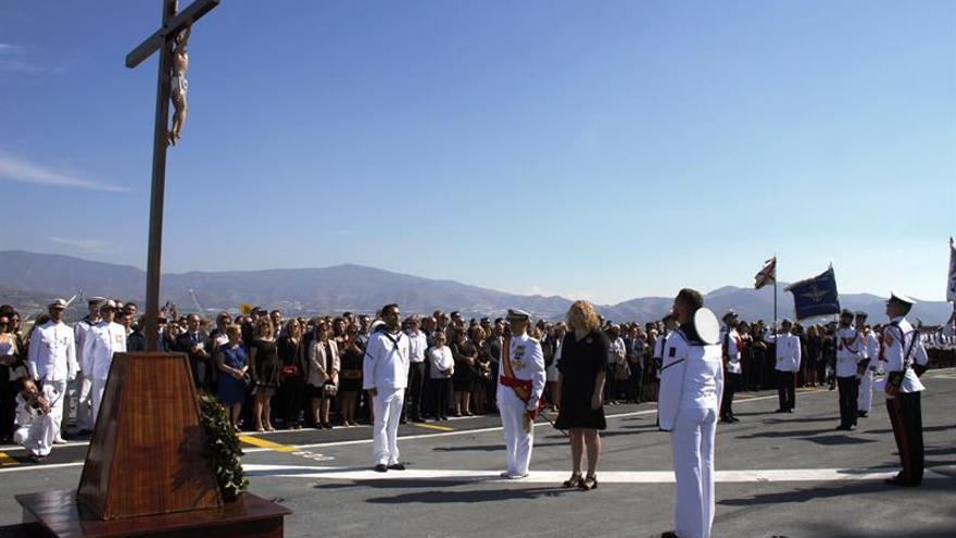 Medio millar de personas juran bandera en el portaaeronaves Juan Carlos I