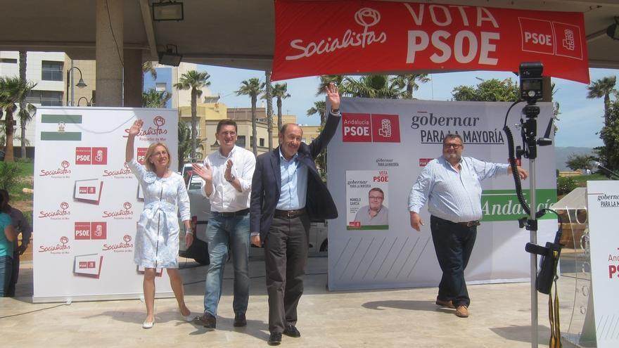 """Rubalcaba critica la """"coalición de perdedores"""" para """"boicotear"""" a quien ganó """"legítimamente"""" en las urnas"""