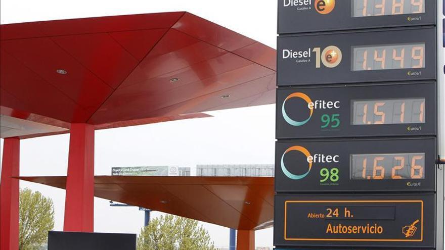 El año empieza con una subida moderada de los precios de los carburantes