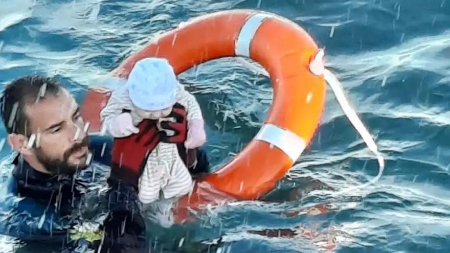 Rescate de un bebé en la 'invasión' a Ceuta y España