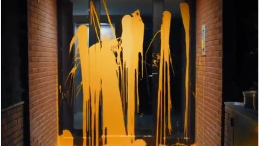 Portal del inmueble donde tiene el piso el juez Pablo Llarena