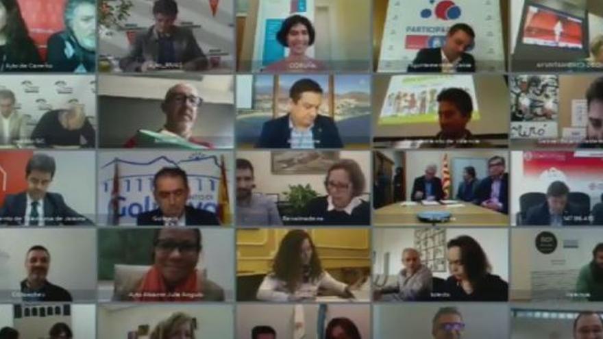 Videoconferencia múltiple con ayuntamientos del 'cambio'
