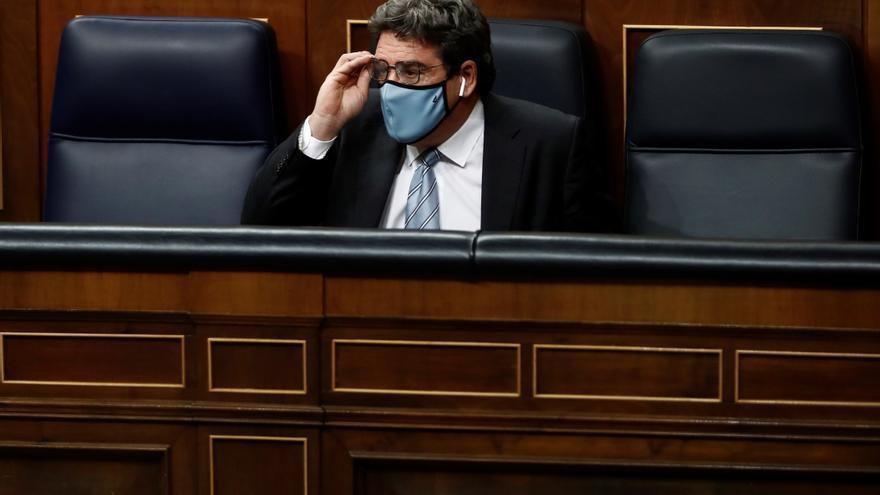 """El ministro de Migraciones propone reformar el modelo de acogida español porque tiene una """"imprevisión"""" en Canarias"""