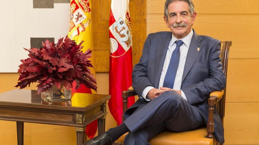 """Revilla cree que Cantabria """"puede mirar al futuro con optimismo"""" y confía en el apoyo del Estado"""