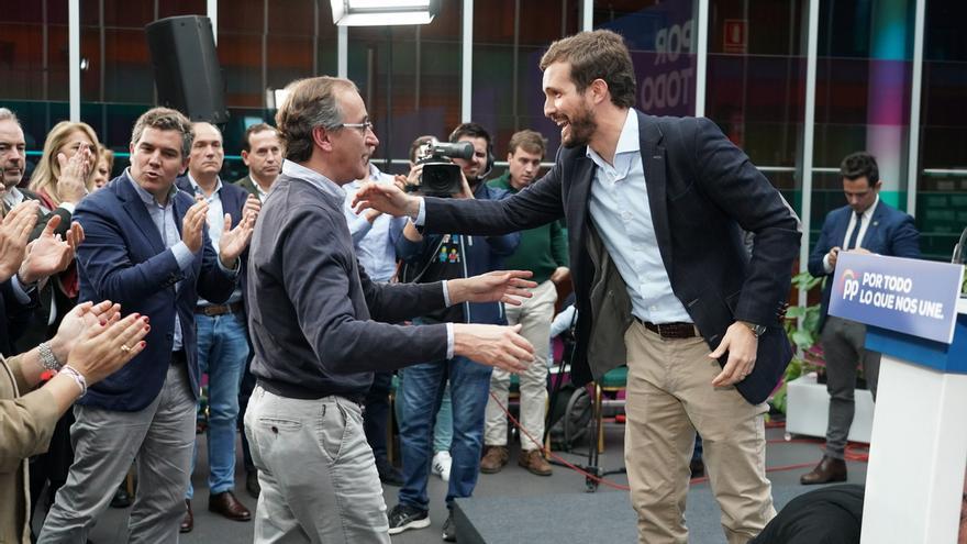 El líder del PP vasco, Alfonso Alonso, junto al líder nacional del PP, Pablo Casado.