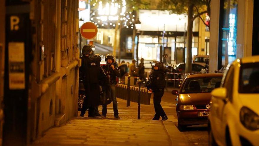 La policía identifica al autor del atentado de los Campos Elíseos