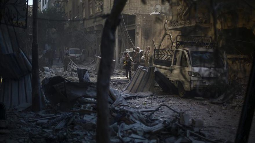 Al menos doce muertos por bombardeos contra el bastión del EI en Siria
