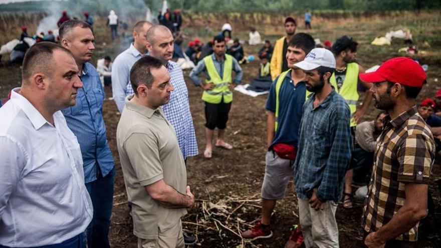 Serbia estudiará poner barreras en las fronteras para impedir la entrada de refugiados