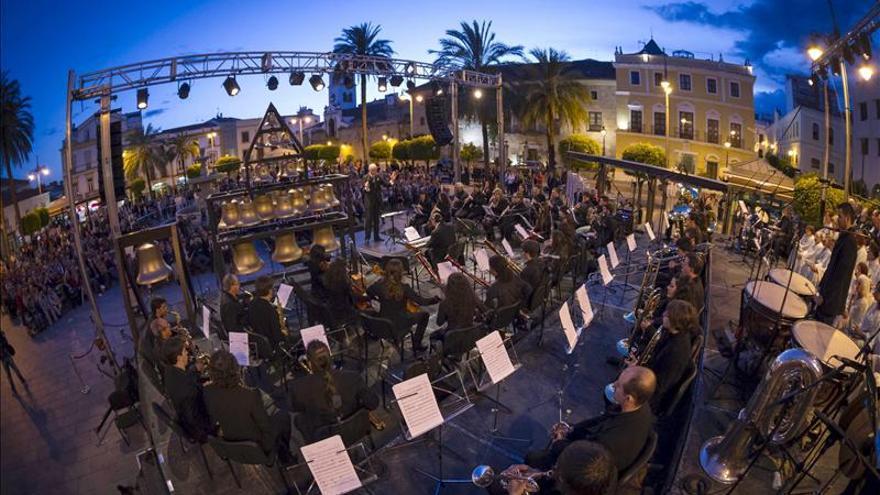 Música de carillón y banda sinfónica, preámbulo de los 30 años del Parlamento