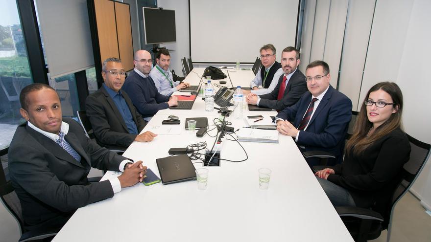 Reunión mantenida entre Atlantis Technology y el Banco de Cabo Verde.