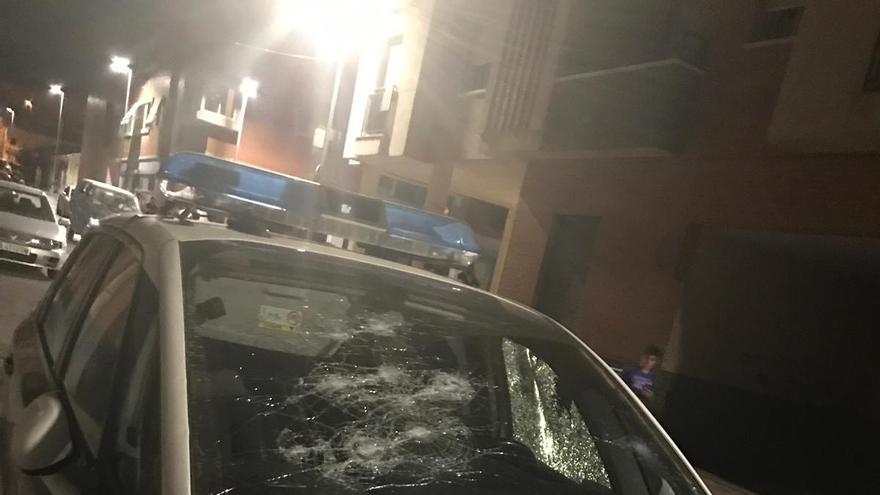 Coche de la Policía Local atacado en la madrugada del 22 de julio