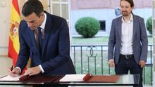 Sánchez e Iglesias escenifican el acuerdo con patronal y sindicatos para la subida del salario mínimo en un acto público
