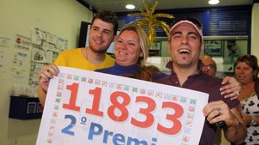 Festejo de los premiados en la administración del Centro Comercial de La Ballena. (ACFI PRESS)