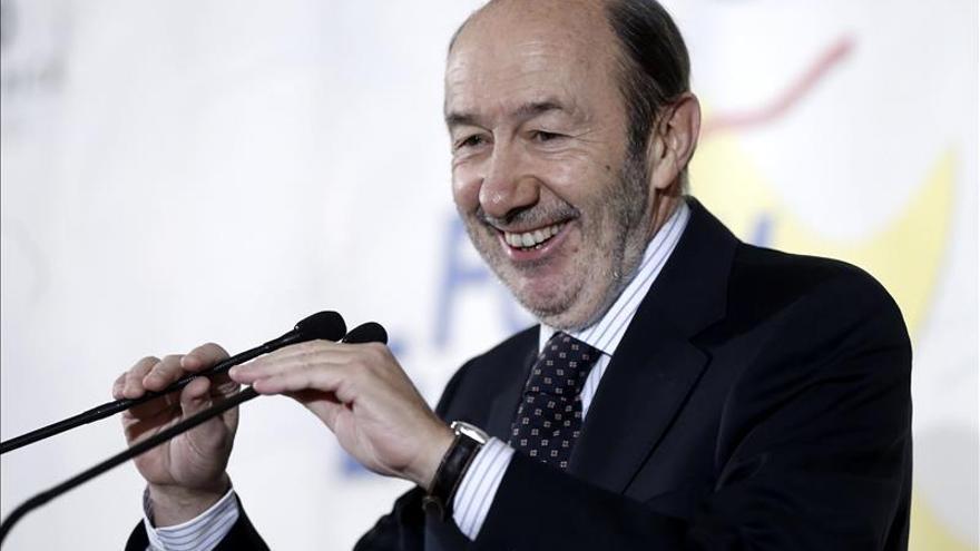 """Rubalcaba acusa al PP de vulnerar """"la letra y el espíritu"""" de la Constitución"""