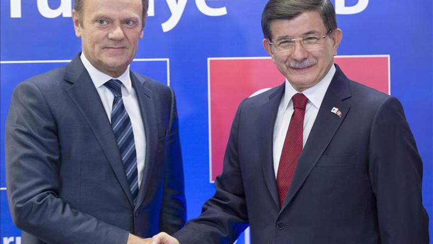 Donald Tusk y Ahmet Davutoglu en una reunión bilateral entre la Unión Europea y Turquía