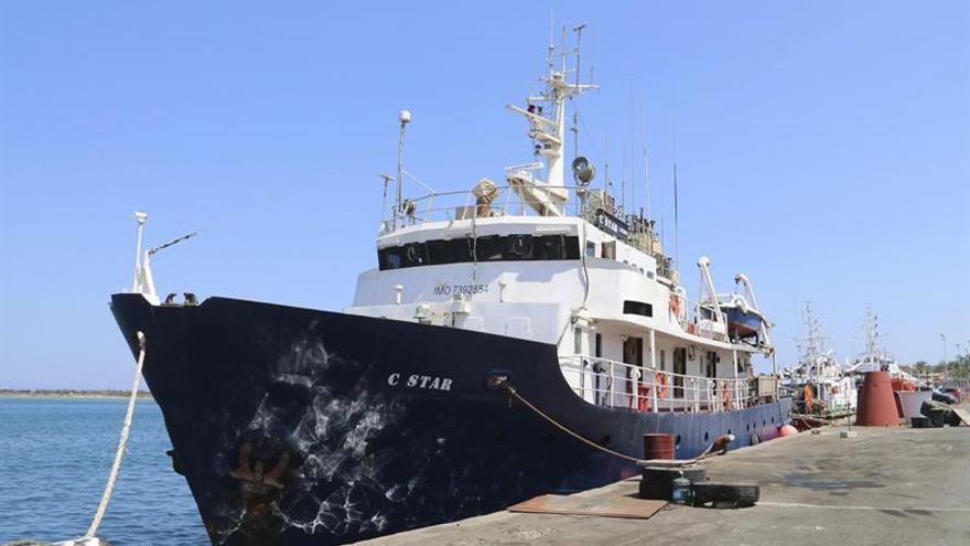 """Una ONG pro refugiados acude al rescate de la nave """"antinmigración"""" C-Star en el Mediterráneo"""