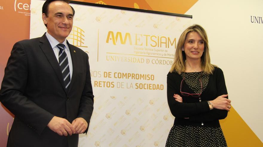 El rector y la directora de la ETSIAM han presentado las actividades del 50 aniversario.