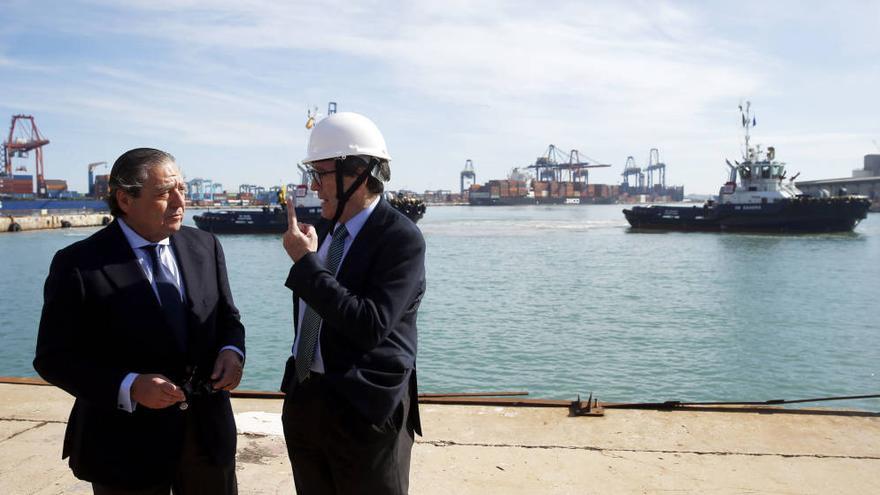 El naviero Vicente Boluda con el presidente de la Autoridad Portuaria de Valencia, Aurelio Martínez.
