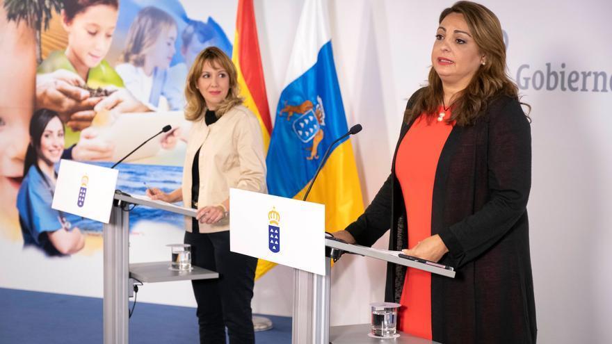 Cristina Valido y Rosa Dávila, durante el consejo de Gobierno