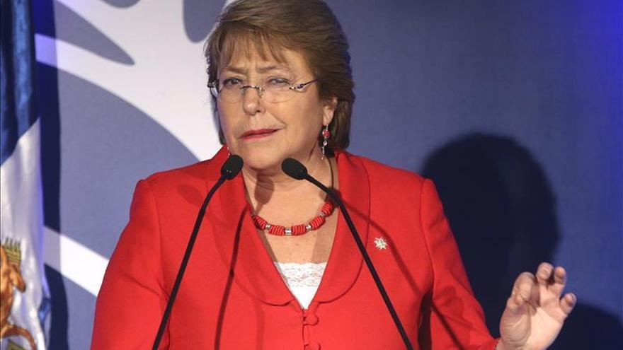 """Bachelet homenajea a Neruda en Pekín y asegura que """"él estaría hoy orgulloso de China"""""""